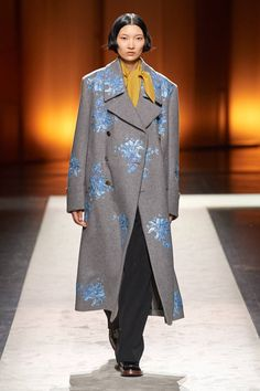 Tod¡¯s Fall 2020 Ready-to-Wear Fashion Show - Vogue Winter Maternity Outfits, Winter Outfits Women, Winter Fashion Outfits, Fashion Week, Fashion 2020, Runway Fashion, Backstage, Models, Fashion Show Collection