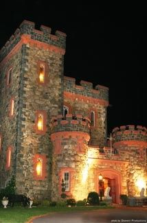 """imagine telling people """"I got married in a castle!!"""" Searles Castle 