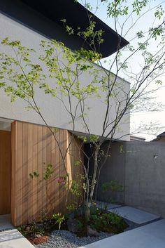 House in Fushimi: 設計組織DNAが手掛けたテラス・ベランダです。