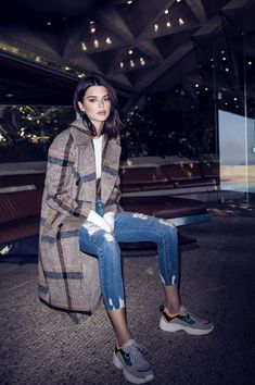 Latest Kendall Jenner Outfits And Street Style Ideas For Inspiration 40 Kendall Jenner Outfits Casual, Kendall Jenner Style, Kendall Jenner Fashion, Kylie Jenner, Kendal Jenner Hair, Kendall Jenner Modeling, Kendall Jenner Makeup, Kendall Jenner Instagram, Sneakers Fashion Outfits