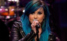 Demi Lovato está com o cabelo azul