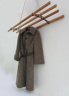Vintage hangend kledingrek Ook handig als handdoek rek in badkamer of keuken Houten latten en ijzeren houders. Afmeting: 120 cm lang en 36 cm breed Code: A70-vr