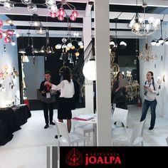 Hong Kong, Holanda, Malta, Serbia, Georgia, Rusia, Ucrania, España, Francia... gracias por visitarnos!! #FieraMilano17 #Joalpa #FieraMilano #lamp #light #deco #designinterior #interiordesign #luxury #artesania #art #Euroluce #Euroluce17