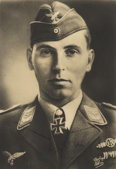 ✠ Viktor Bauer (15 September 1915 – 13 December 1969) RK 30.07.1941 Oberleutnant Flugzeugführer i. d. III./JG 3 + 26.07.1942 [107. EL] Oberleutnant Staffelkapitän 9./JG 3