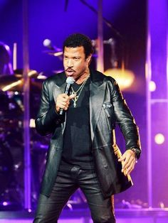 Photo: Lionel Richie : 16x12in Leather Blazer, Leather Men, Pitbull Rapper, Old School Music, Lionel Richie, Straight Guys, Music Icon, Pop Singers, Elvis Presley
