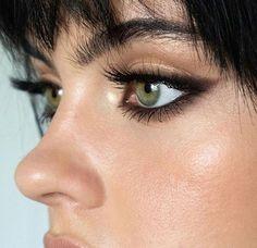 Black Smokey Eye Makeup, Smokey Eyeliner, Makeup Looks For Green Eyes, Eyeliner Looks, Black Eyeliner, Eyeshadow Looks, Smokey Cat Eye, Makeup For Big Eyes, Smoky Eye Black