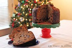 Delicious and simple recipe of German fruit cake, ideal to enjoy in December. White Wedding Cakes, Wedding Cakes With Flowers, Elegant Wedding Cakes, Flower Cakes, Elegant Cakes, Gold Wedding, Chocolates Gourmet, Chilean Recipes, Pan Bread