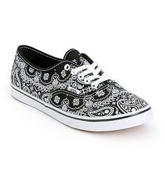 Get classic with your style with these low top shoes that feature a slim silhouette and a durable canvas upper covered in a black and white bandana print.