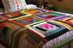 Log Cabin Scrap Blanket by Yarny Old Kim, via Flickr, love this. Questo è un altro esempio.