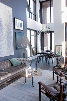 Gastliches Wohnzimmer Interieur - Kuschelsofa aus Samt