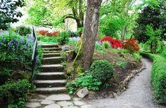 Für einfache und unkomplizierte Steintreppen können Sie ein Eisen-Geländer. Eisen Geländer ist eine fantastische, einfache und elegante Begleitung auf Steintreppen.