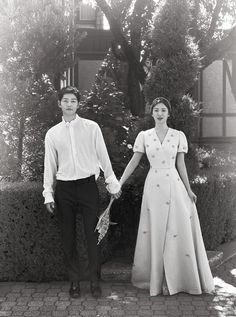https://www.soompi.com/2017/10/31/song-joong-ki-song-hye-kyo-release-gorgeous-photos-wedding/