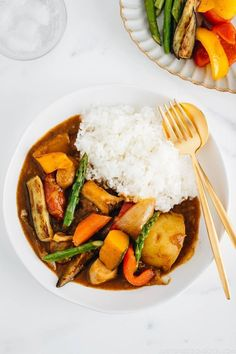 This vegetarian Japanese curry is loaded with thick, meaty slices of king oyster mushrooms and colorful chunky vegetables such as kabocha, eggplant, and asparagus. With homemade Japanese curry roux, this dish is no doubt our family's favorite for a bright, beautiful, flavorful dinner! #vegetarian #japanesecurry | Easy Japanese recipes at JustOneCookbook.com Easy Japanese Recipes, Asian Recipes, Ethnic Recipes, Japanese Food, Japanese Dinner, Vegetarian Japanese Curry, Homemade Curry, Stuffed Mushrooms, Stuffed Peppers