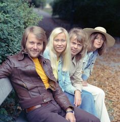 This photo session was taken in the Pildammsparken in Malmö in September 1973 during the tour.