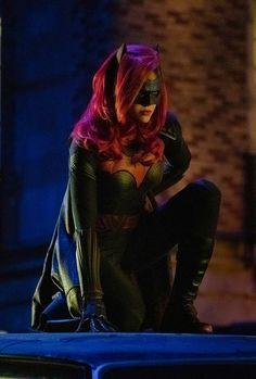 Ruby Rose suits up Batwoman Batwoman, Dc Comics Art, Batman Comics, Gotham, Pamela Isley, Batman And Catwoman, Dc Movies, Comic Movies, Funny Animal Quotes