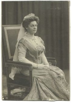 Princess Eleonore Reuss of Kostritz, wearing a diamond fringe tiara. She became the second wife of Ferdinand I of Bulgaria, on 28 February 1908
