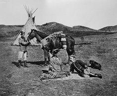 North-West Mounted Police constable with Plains Indian, Alberta / Agent de la Police à cheval du Nord-Ouest en compagnie d'un Indien des Plaines, Alberta | by BiblioArchives / LibraryArchives