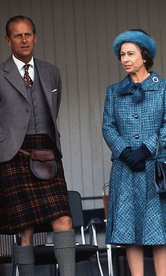 Queen Elizabeth's soft blue hat stole the show during the 1975 Braemar Highland Games.  <br> Photo: Getty Images