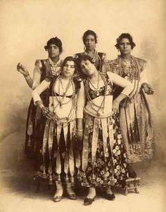 Anonyme (HH656) Egypte, Groupe de Danseuses Ghawazee, circa 1880.Tirage album