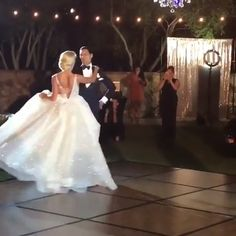 First Dance! All of us want to look beautiful than ever at this special day. Of course you need to find your dream wedding dress Fancy Wedding Dresses, Wedding Dress Trends, Bridal Dresses, Wedding Gowns, Plain Wedding Dress, Wedding Shot, Elegant Wedding Dress, Lace Weddings, Trendy Wedding