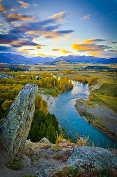 Clutha River, New Zealand. The Clutha River/Mata-Au is the second longest river in New Zealand flowing south-southeast 210 mi through Central and South Otago from Lake Wanaka in the Southern Alps to the Pacific Ocean, 47 mi southwest of Dunedin. Places To Travel, Places To See, Beautiful World, Beautiful Places, Amazing Places, Places Around The World, Around The Worlds, Beau Site, National Parks