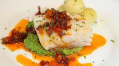Lise Finckenhagen tvister litt på den tradisjonsrike lutefisken og serverer den med aprikos- og chorizosmør.