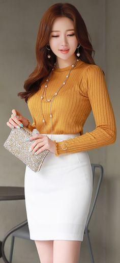 StyleOnme_Basic Slim Fit Pencil Skirt #white #pencilskirt #dailylook #feminine #kstyle #koreanfashion #seoul #skirt