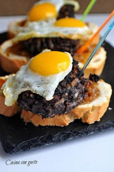 Cocina con gusto: Pintxo gourmet, #Diadelaperitivo Pub Food, Tostadas, Food Diary, Catering, Brunch, Food And Drink, Appetizers, Cooking Recipes, Breakfast