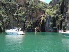 Cânions e água verde em 'mar mineiro' de Capitólio - MG