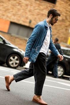 6db4a1188f2 Cómo combinar  chaqueta estilo camisa vaquera azul