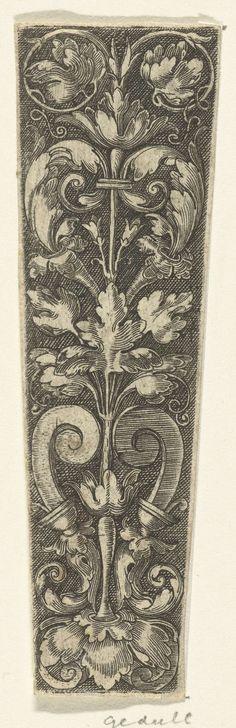 Anonymous   Bladranken, Anonymous, Heinrich Aldegrever, 1529 - 1610   Onderste deel van een ontwerp voor een dolkschede met bladranken en twee voluten.