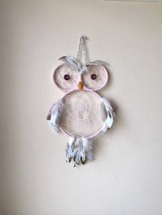 This owl dream catcher is a perfect addition to the bedroom … Dream Catcher Patterns, Owl Dream Catcher, Dream Catcher Decor, Dream Catcher Mobile, Dream Catchers, Owl Crafts, Crafts To Do, Yarn Crafts, Crafts For Kids
