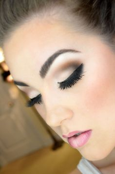 Pretty brown smokey eyes...maybe not the fake eyelashes though..or least not ones that big! LOL