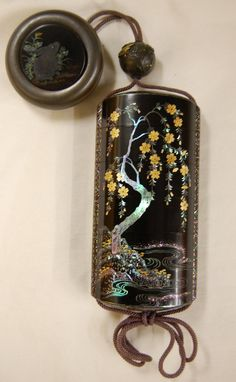 Cherry tree in bloom. Japanese inro (5-case), made of lacquered wood (black, gold), mother-of-pearl.