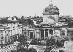 Plac Bankowy.Wielka Synagoga została zniszczona podczas działań wojennych - jej miejsce zajął błękitny wieżowiec.