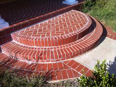 New Round Stairs Outdoor Front Porches Ideas Front Door Steps, Front Door Entryway, Porch Steps, Round Stairs, Craftsman Decor, Brick Steps, Brick Edging, Rustic Stairs, Outdoor Walkway