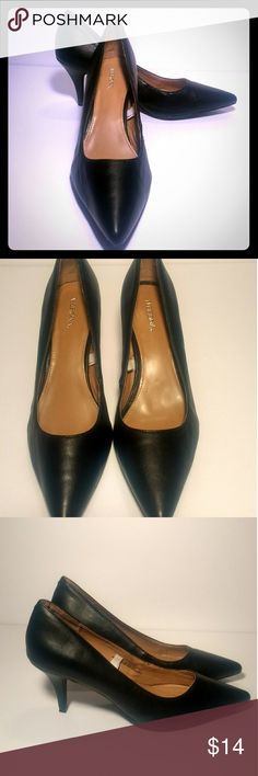 """🌹Merona Leather heels🌹 Versatile pointed, closed toe 3 inch black kitten heels. Great """"staple"""" heels for anyone's closet and can be worn for many different types of occasions. These heels have been worn only once and are in good condition with no flaws and no wear on the soles. If you are interested please don't hesitate to ask any questions🐝. Merona Shoes Heels"""