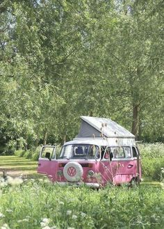 ~ sweet ~ Pink Volkswagen Camper Bus, this is what I'm going to use for my roadtrip in America with friends! Volkswagen Transporter, Transporteur Volkswagen, Vw T1, Volkswagen Models, Wolkswagen Van, Van Vw, Glamping, Vw Camping, Combi Ww