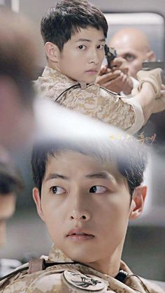 Descendants of the Sun-Kdrama_id-Song Song Joong Ki Cute, Descendants Of The Sun Wallpaper, Soon Joong Ki, Decendants Of The Sun, Handsome Korean Actors, Songsong Couple, Choi Jin, Romance Film, Song Hye Kyo
