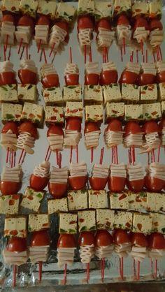 Touabo traiteur à vou services contacter pour tout événements de mariages baptêmes anniversaires ou cérémonie j'en passe   Pour la cuisine je vous propose des buffets de cocktail froids et chaud entrées plats desserts boissons. Les décorations de salles touabo2@outlook.fr