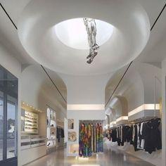 Alexander McQueen Store, em Los Angeles, EUA. Projeto de William Russell. #moda #atitude #fashion #fashionattitude #lojaconceito #conceptstore #storedesign #interior #interiores #artes #arts #art #arte #decor #decoração #architecturelover #architecture #arquitetura #design #projetocompartilhar #davidguerra #shareproject #alxandermcqueen #losangeles #la #eua #usa #williamrussel
