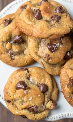 Brown Butter Chocolate Chip Cookies #chocolatechipcookies #cookies #chocolate #dessert #recipe #ihearteating