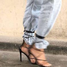 Style Fashion Tips .Style Fashion Tips Look Fashion, Fashion Outfits, Fashion Tips, Fashion Trends, Fashion Decor, 2000s Fashion, Office Fashion, Fashion Black, Hijab Fashion