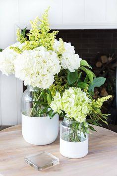 Faux Flower Arrangements, Flower Vases, Jar Centerpieces, Vases Decor, Paint Dipping, Large Glass Jars, Painted Glass Vases, Spray Paint Cans, Outdoor Candles
