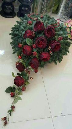 Funeral Floral Arrangements, Christmas Floral Arrangements, Beautiful Flower Arrangements, Beautiful Flowers, Christmas Mesh Wreaths, Christmas Flowers, Christmas Decorations, Grave Decorations, Flower Decorations