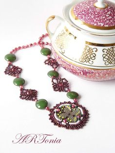 vintage,jewellery,netted,bead embroidery,beadwork,beaded necklace,lace necklace