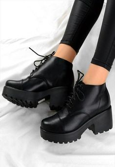BELLA RETRO LACE UP CHUNKY GRIP HEEL ANKLE BOOTS SHOES