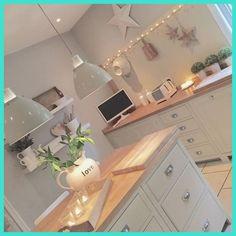 Shabby and Charme: La bellissima casa di Emma Jane – Home Decor Ideas – Interior design tips Kitchen Living, New Kitchen, Kitchen Decor, Kitchen Ideas, Cosy Kitchen, Green Kitchen, Design Kitchen, Kitchen Colors, Living Room