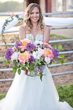 An amazing arrangement that is oh so perfect for any wedding! See more wedding inspiration from Greyson Design here ---> https://www.etsy.com/shop/greysondesign