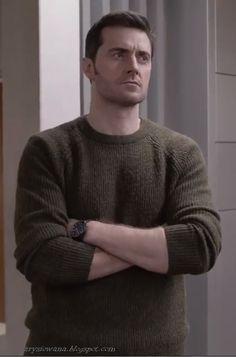 Richard Armitage as Daniel Miller, Berlin Station S1 - I love him when he wears sweaters
